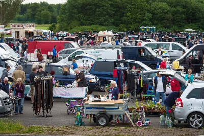 Bowlee Car Boot Sale And Collectors' Markets – 2 maja Bowlee Park